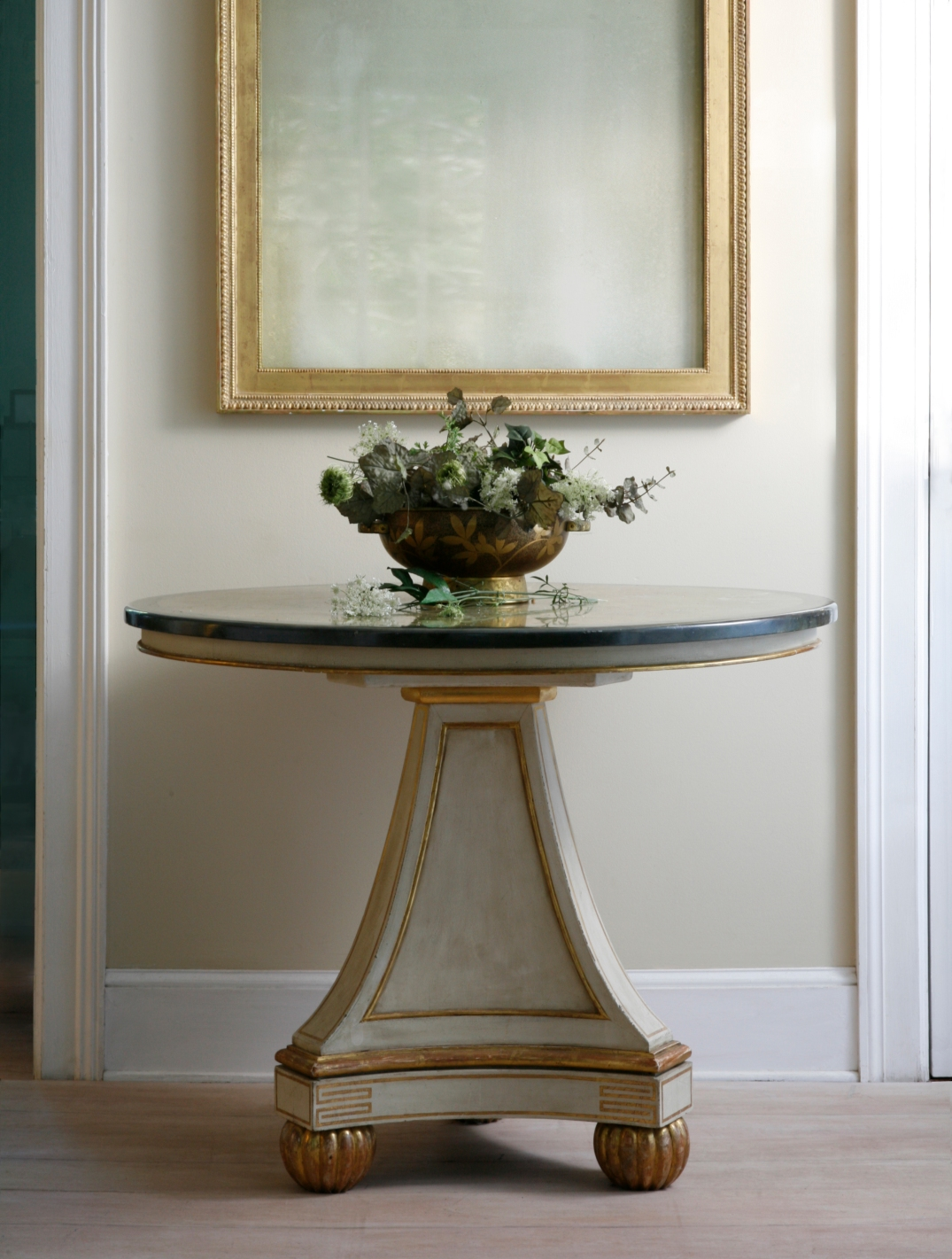 Neoclassical center table 3984n